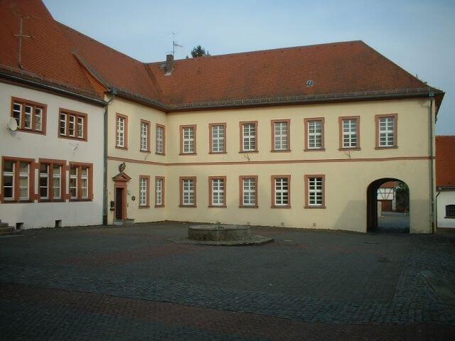 hauptgebäude der ritterburg